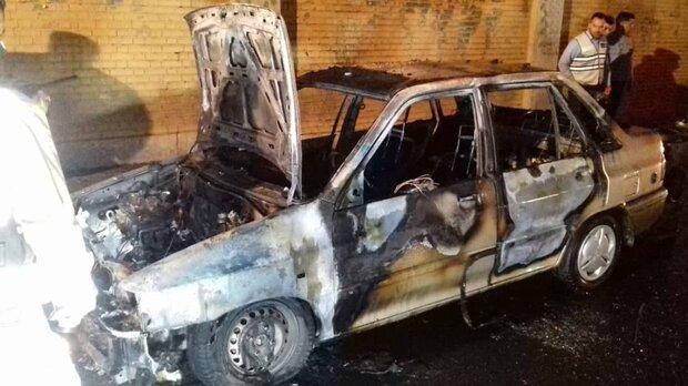 آتش سوزی یک دستگاه  خودرو در بزرگراه چمران/ حادثه مصدومیتی نداشت