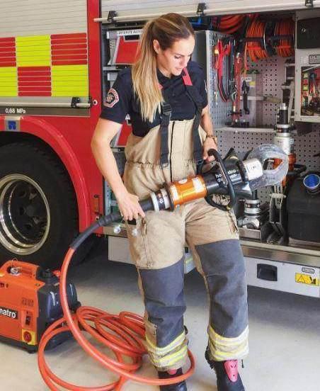 دختر 30 ساله یک آتش نشان حرفه ای