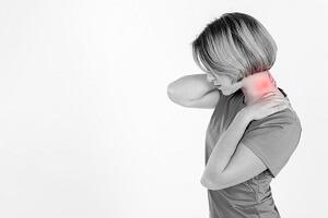 درد سمت چپ گردن ، علت و درمان آن