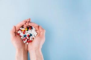 مصرف داروها چه عوارضی بر روی دهان و دندان می گذارد؟