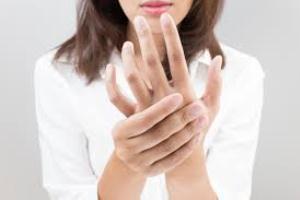 ۶ دلیل مور مور شدن دست و پا
