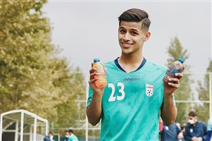 دوپینگ ستاره آبیها با بطریهای رنگی؛/ جولان قایدی در کمپ تیم ملی (عکس)