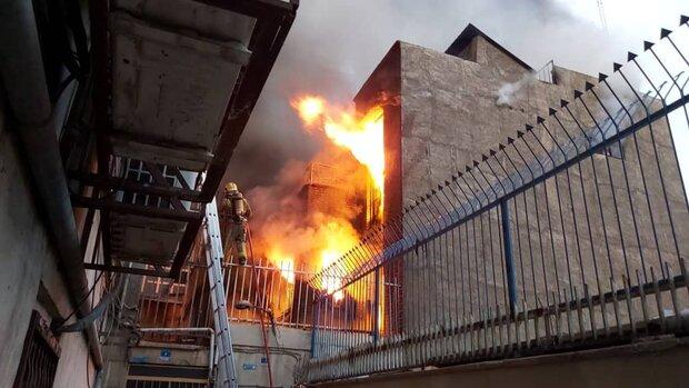 آتش سوزی انبار نخ در خیابان جمهوری/ آتش با موفقیت خاموش شد