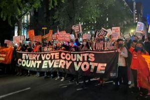 انتخابات ۲۰۲۰ آمریکا؛ پلیس با معترضان نیویورکی درگیر شد
