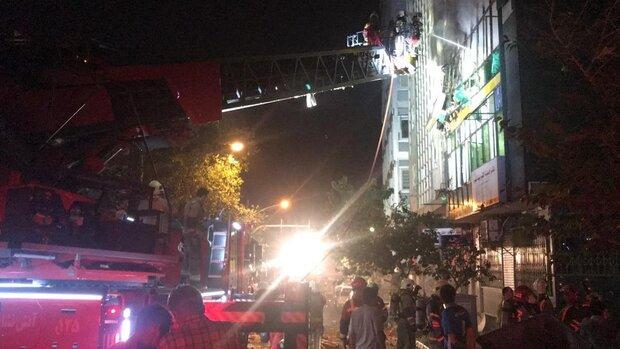 حریق وانفجار درساختمانی در خیابان فخر رازی/این حادثه ۴ مصدوم داشت
